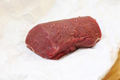 Говядина Веллингтон: подготовить мясо
