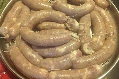 Куриные колбаски с грибами и беконом