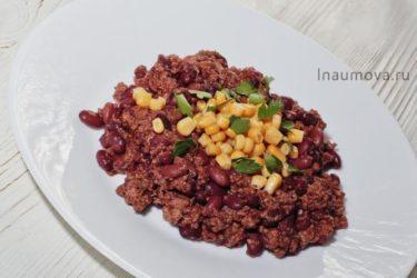 Чили кон карне — острая фасоль с мясом в томатном соусе.