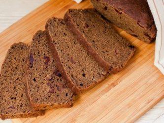 Черный ржаной хлеб с клюквой на закваске