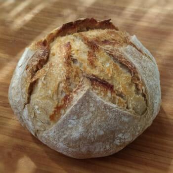 хлеб запеченный в чугунной кастрюле