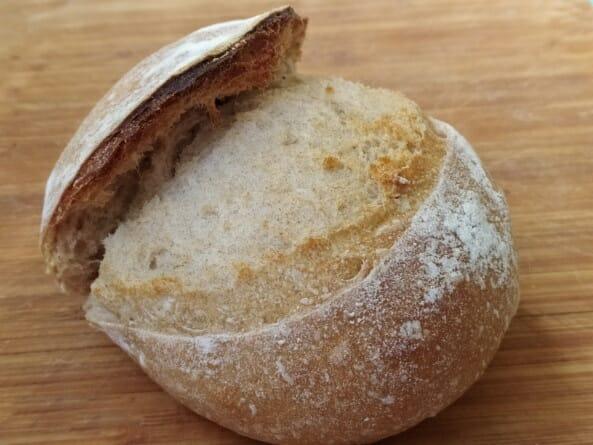 пшеничный хлеб на ржаной закваске запеченный без использования чугунной кастрюли