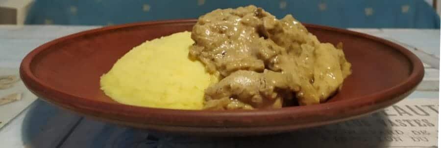 Курица с грибами а-ля Строганов - готовое блюдо по рецепту